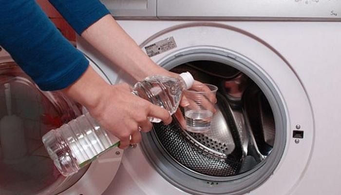 Уксус — это универсальный продукт, который может спасти практически в любой ситуации. /Фото: ostrnum.com