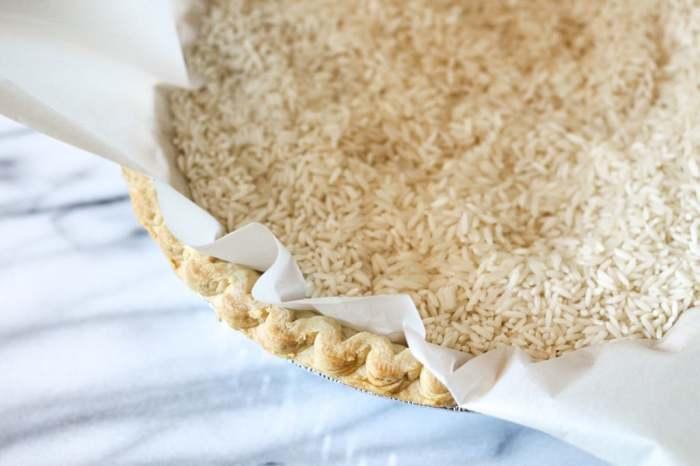 Рисовые зерна – простой «утяжелитель» для коржей. /Фото: cdn.instructables.com