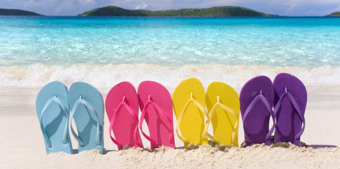 Шлепки лучше всего смотрятся на пляже. /Фото: aleteiaen.files.wordpress.com