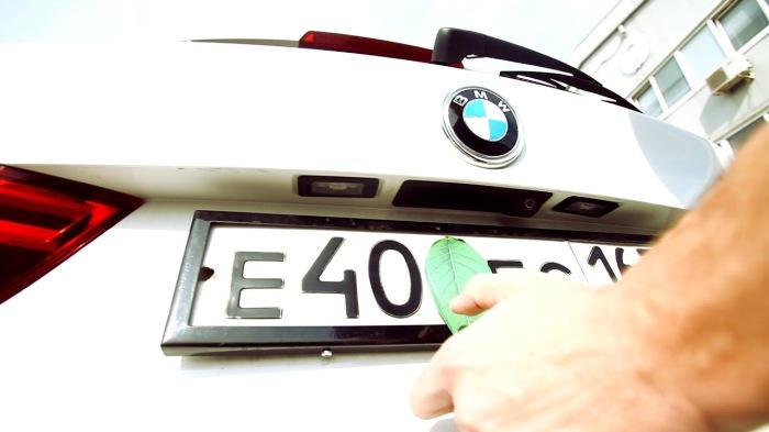 Хитрый способ скрыть свой номер на автомобиле. /Фото: i.ytimg.com