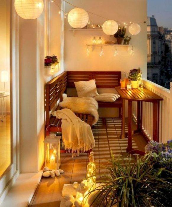 Романтика с красивым дополнением из круглых плафонов. /Фото: i.pinimg.com