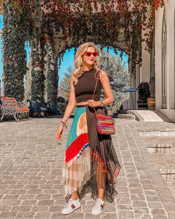Многослойная модная юбка с асимметрией задает тон всему образу. /Фото: instagram.fhen2-1.fna.fbcdn.net