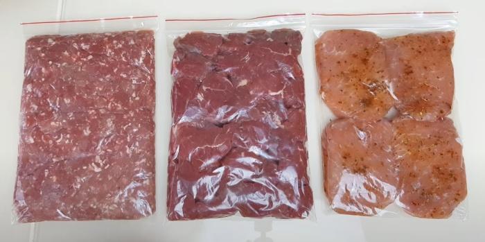 Порционная фасовка любых продуктов позволяет разместить их максимально компактно. / Фото: youtube.com
