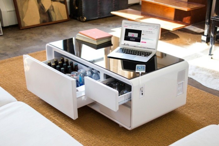 С таким журнальным столиком отдых становится просто незабываемым. /Фото: coffeeandsidetables.com