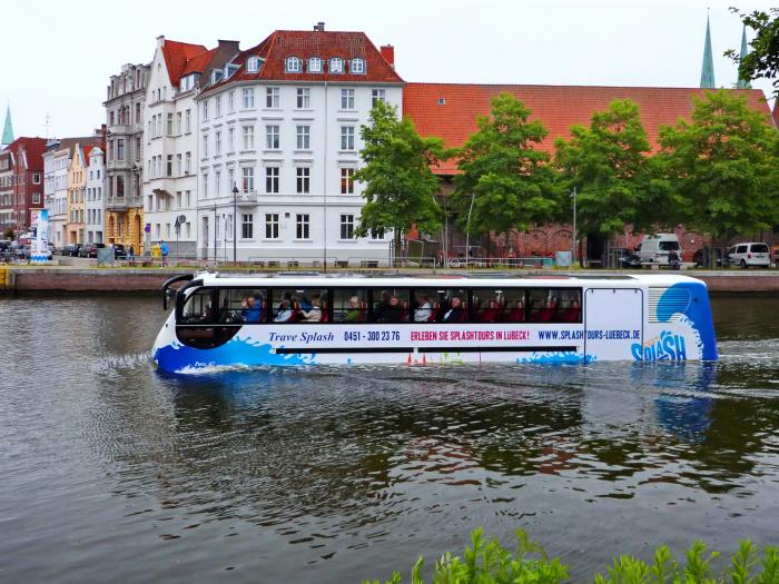 Экскурсионный автобус-амфибия в Любеке. /Фото: img.fotocommunity.com