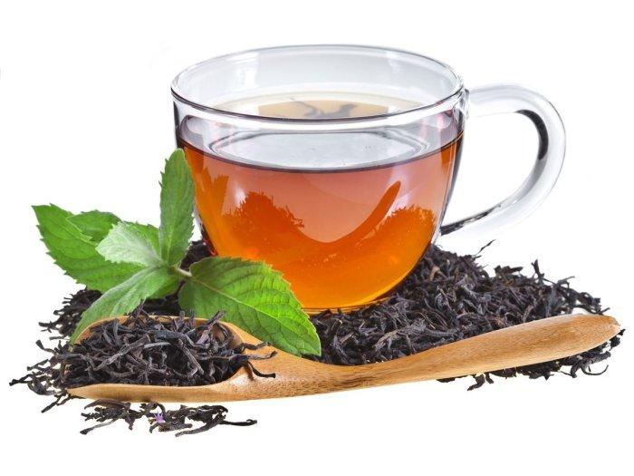 Восстановить блеск зеркал можно довольно быстро с помощью черного чая. /Фото: ugluu.mn