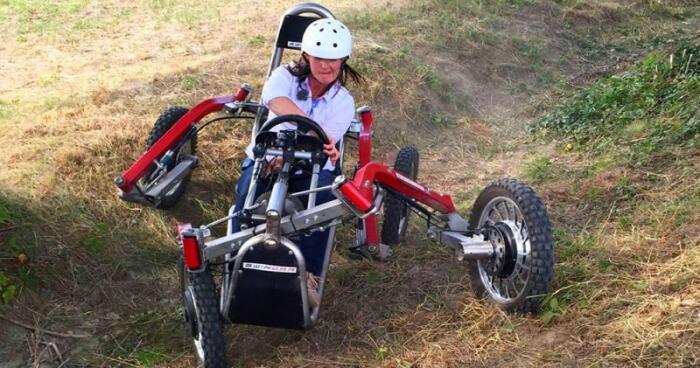 Очень эффектная и экстремальная езда на оригинальном автомобиле. /Фото: siamagazin.com