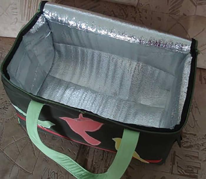 Из любой сумки можно сделать походный холодильник. /Фото: vtemu.by