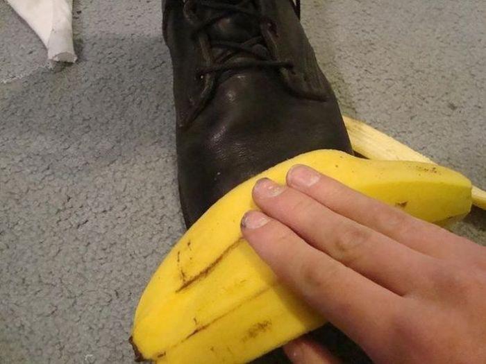 Банановая кожура творит с обувью настоящие чудеса. /Фото: i.pinimg.com