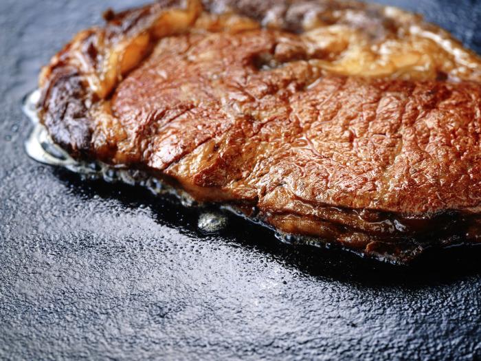 Не обязательно сильно зажаривать стейк, чтобы убить бактерии. /Фото: zastavki.com