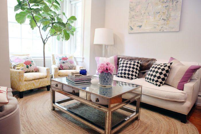 Ровно лежащие подушки и журналы создают гармонию. /Фото: billielourd.org
