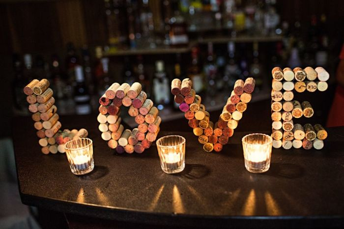 Пробковые буквы — стильное и современное украшение для любого интерьера. /Фото: i.pinimg.com