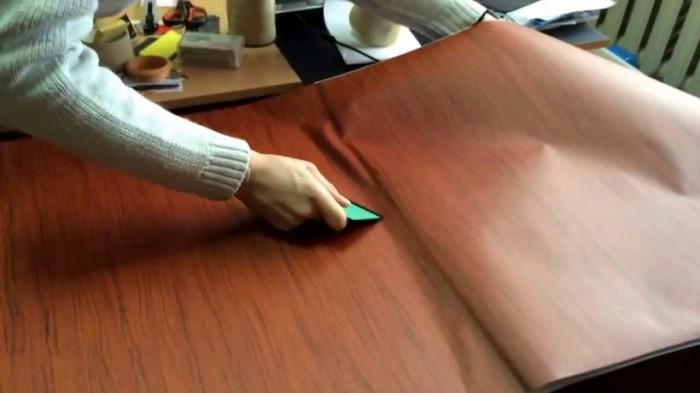 Легкое решение для реставрации любого дерева в квартире. /Фото: i.ytimg.com