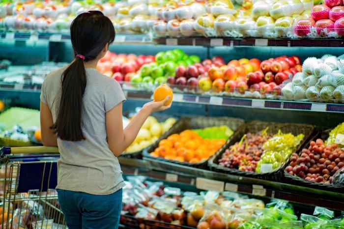 В сезон фрукты стоят значительно дешевле. /Фото: truththeory.com