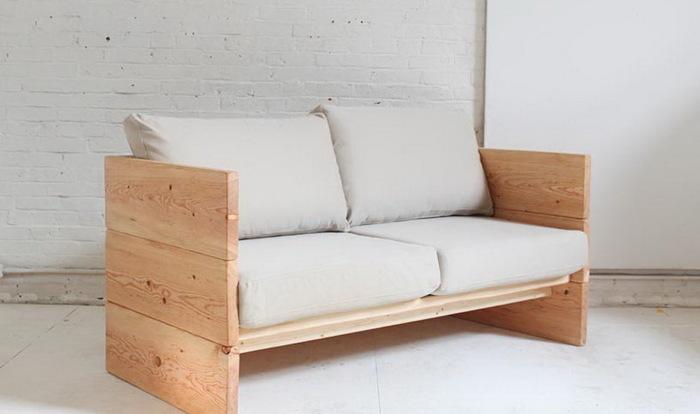 Диван из досок — это довольно стильно и удобно. /Фото: img.aviarydecor.com