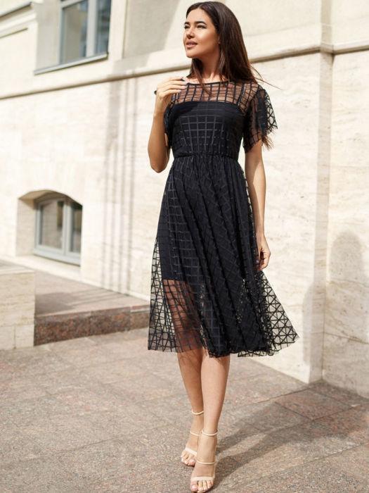 Платье из сетки — модный и противоречивый тренд. /Фото: img2.wbstatic.net