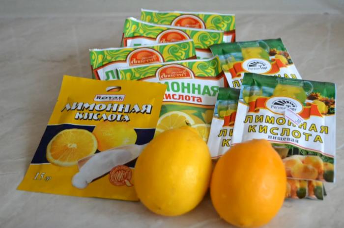 Лимонную кислоту также можно использовать для удаления накипи в стиральной машине.