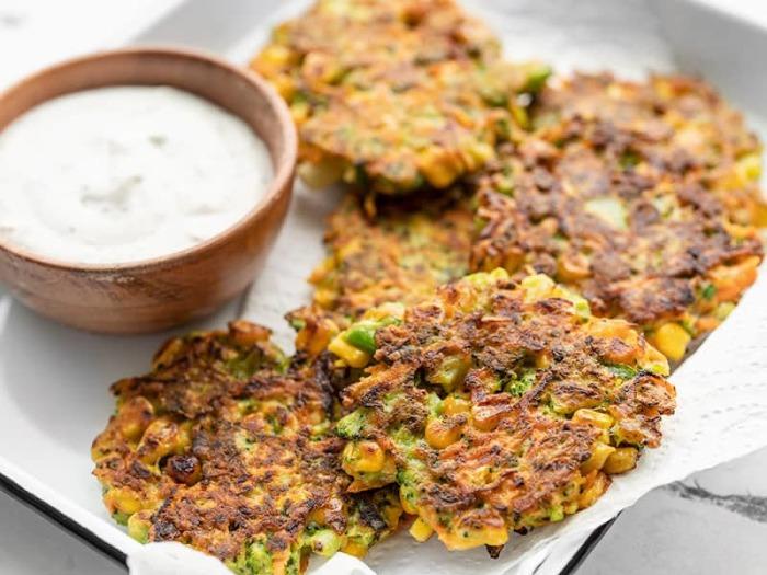 Из остатков овощей получаются вкусные оладьи. /Фото: budgetbytes.com