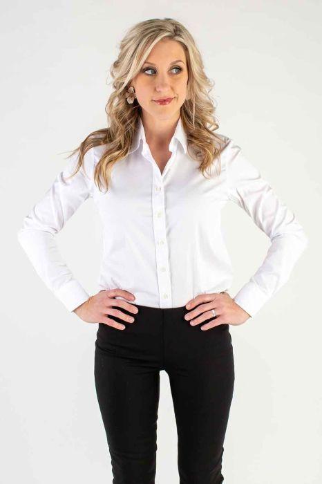 Классическая белая рубашка – один из «кирпичиков» базового модного гардероба. /Фото: i.pinimg.com