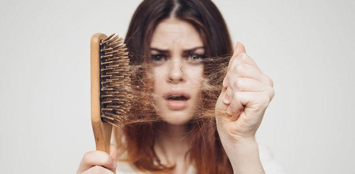Когда волосы обильно выпадают — это жутко. /Фото: hindustantimes.com