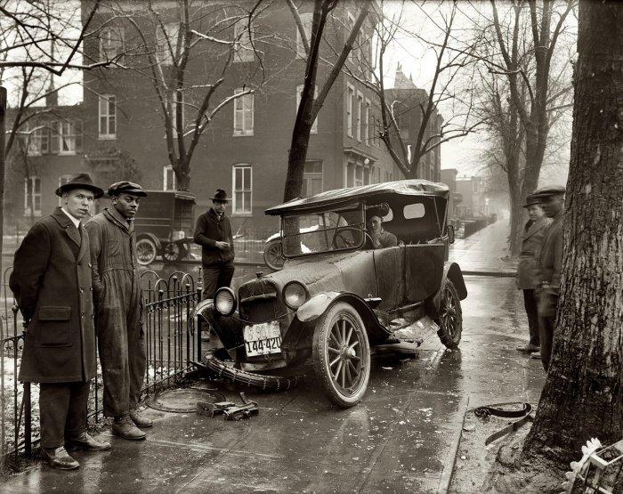 На заре становления автомобилей водителей подстерегало много опасностей. /Фото: autofreshnews.files.wordpress.com