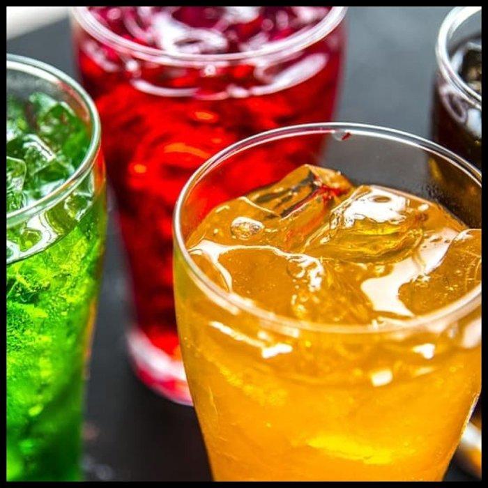 Обманчивый посыл о полезности напитка. /Фото: cdn.shopify.com