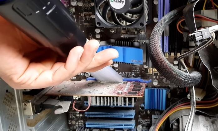 Насадка с трубочками идеально подходит для чистки компьютера.