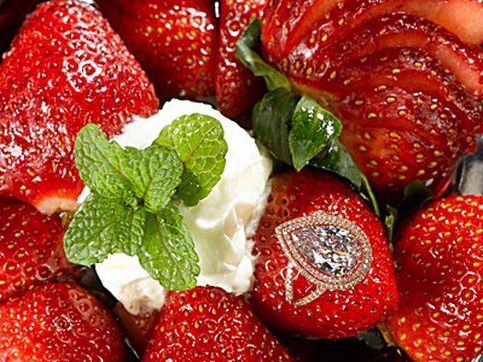 Десерт оригинален, но может лучше бриллиант купить в ювелирном магазине? /Фото: watson.ch