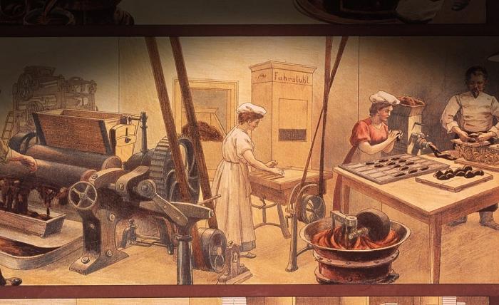 Сначала шоколад был жидким, и только через несколько десятков лет его сделали твердым.