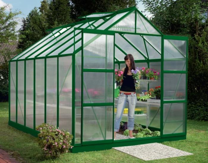 Сотовый поликарбонат значительно превосходит по своим характеристикам пленку и стекло. /Фото: best-diy-site.com