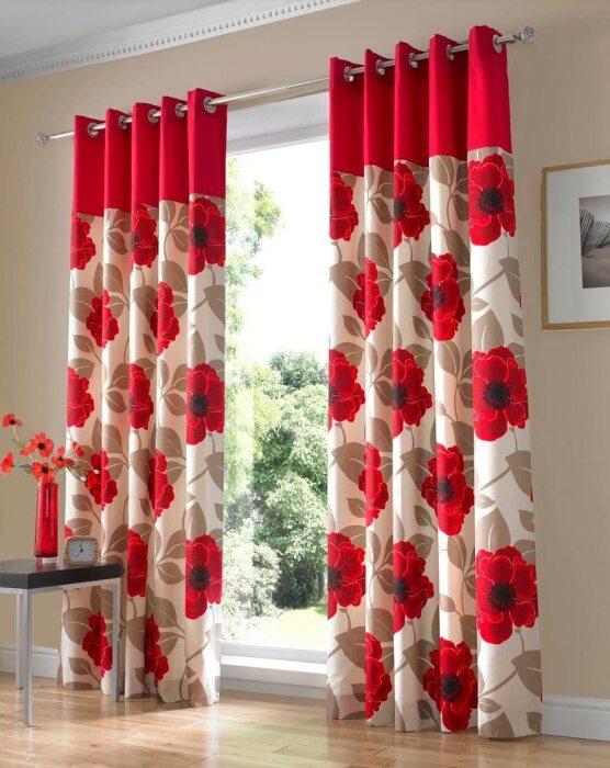Яркие шторы с крупным рисунком не лучший выбор для низких комнат. /Фото: images-na.ssl-images-amazon.com