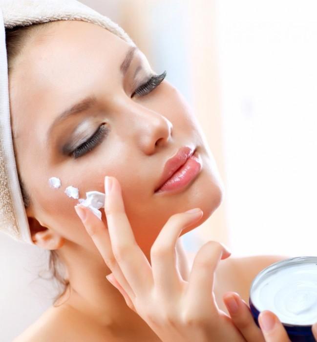 Увлажняющий крем — основа ухода для красивой кожи. /Фото: royalthaispa.com.ua