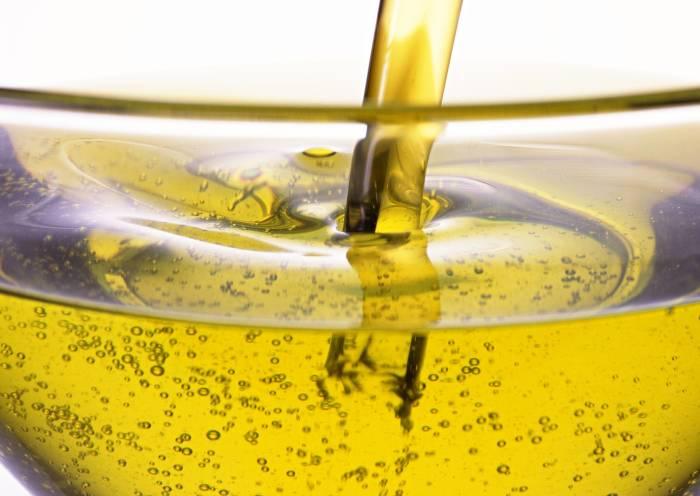 Вместо обычного растительного масла лучше выбирать здоровые альтернативы. /Фото: gogetnews.info