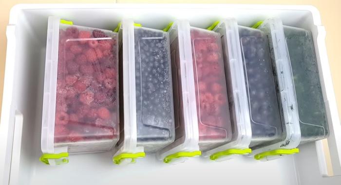 Складируя контейнеры боком, не получится забыть про нижнюю емкость. / Фото: youtube.com