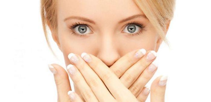 Белые уголки рта не только выглядят неэстетично, но и могут говорить о серьезной болезни. /Фото: sandroses.com