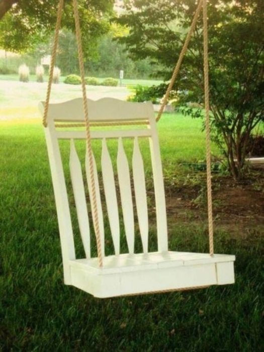 Качели — отличное средство от скуки и стрессов. /Фото: st.violity.com