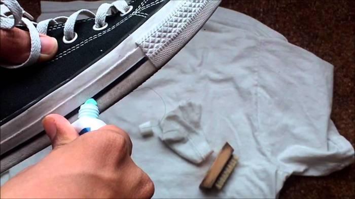 Белая подошва прекрасно отчищается зубной пастой. /Фото: sbly-web-prod-shareably.netdna-ssl.com