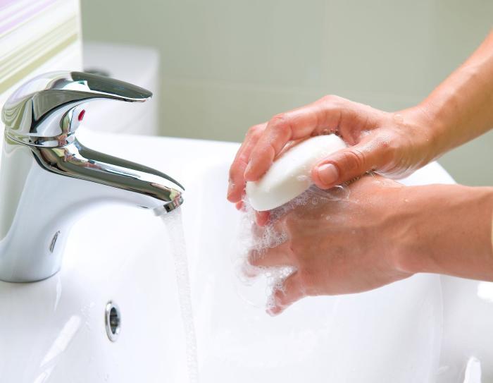 Мало кто моет руки достаточное количество времени. /Фото: img.liberoquotidiano.it
