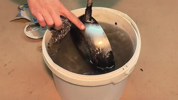 Лайфхак, который отлично справляется с жиром и нагаром. /Фото: ostrnum.com