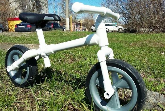 Крутой детский велосипед, который можно сделать из обычных труб ПВХ. /Фото: pol-master.com