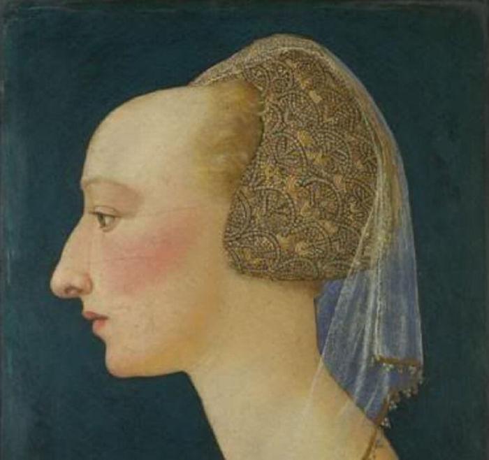Модницы средневековой Европы удаляли волосы на лбу. /Фото: evonews.com