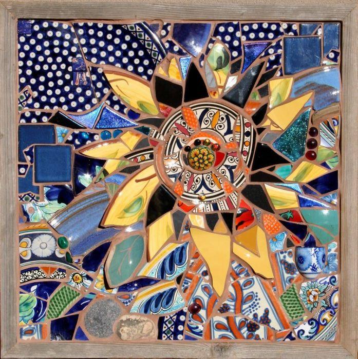 Стильная картина из кусочков разбитой посуды. /Фото: i.pinimg.com
