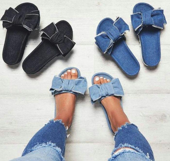 Тапочки из джинсовой ткани очень практичны и удобны. Это стильный вариант. /Фото: i.pinimg.com