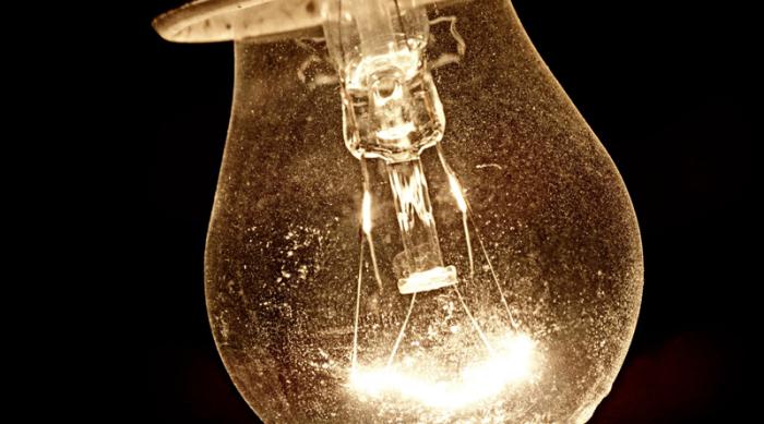 Пыльная лампочка — вред для легких и здоровья всех домочадцев. /Фото: sozh.info