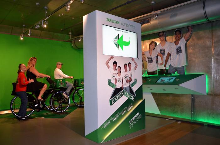 Посетители могут сфотографироваться на велосипеде в стиле Heineken. /Фото: bitmove.nl