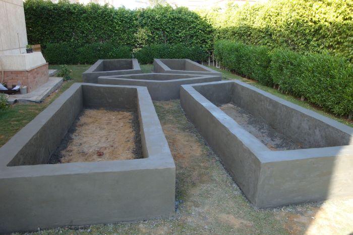 Из бетона можно залить грядки любой формы. /Фото: i.pinimg.com