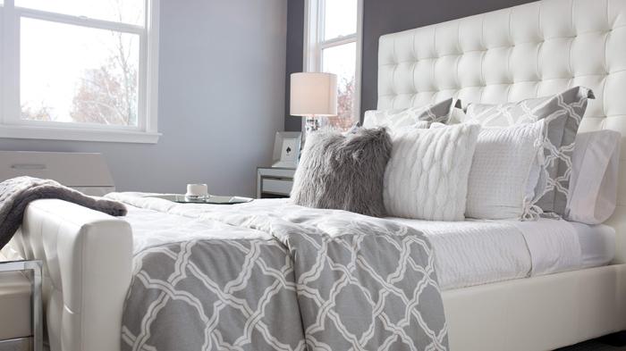 Неубранная постель — один из самых распространенных огрехов, которые портят уют в доме. /Фото: scstylecaster.files.wordpress.com