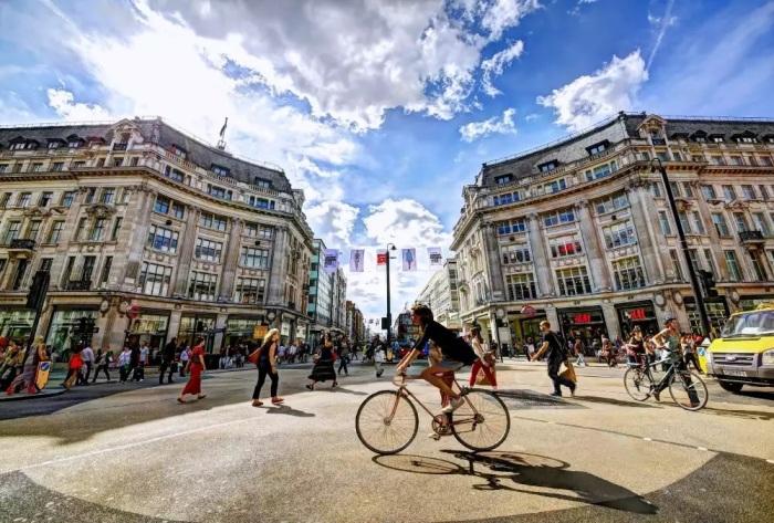Лондон все больше адаптируется для велосипедистов. /Фото: static.toiimg.com