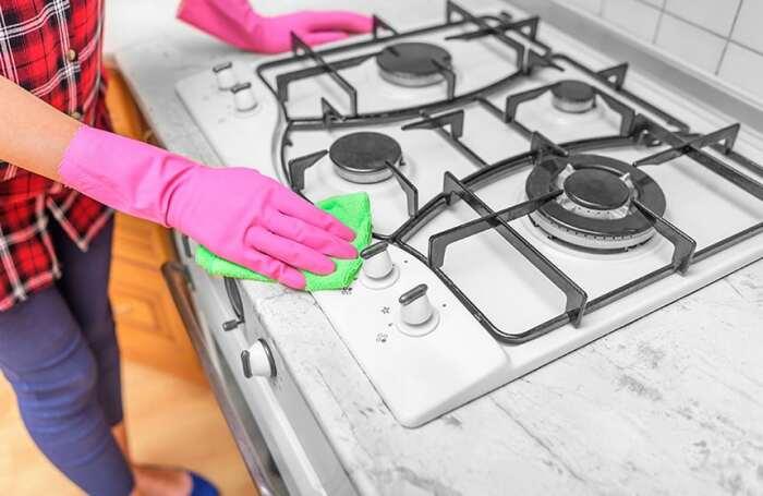 Оперативное удаление пятен жира значительно уменьшает время, затрачиваемое на уборку. /Фото: shinycleankitchen.com