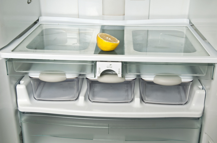 Свежий аромат и чистота будут обеспечены, если использовать лимон. /Фото: img.mehomez.com
